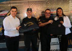 Prefeitura de Carapicuíba entrega uniformes para a Guarda, Defesa Civil e vigias