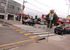 Prefeitura de Carapicuíba executa serviço de sinalização em mais de 400 ruas