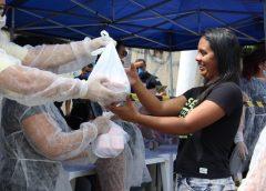 Comunidades de Carapicuíba recebem doações de kits de limpeza e higiene